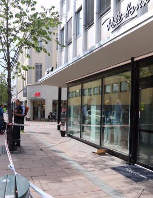 V�pnet ran av urmakerforretning i Drammen