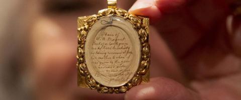 Mozarts h�rlokk solgt for 420 000 kroner
