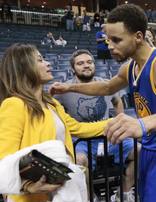 Stephen ble k�ret til NBAs beste spiller, men mora stjeler all oppmerksomhet:- Det er det verste