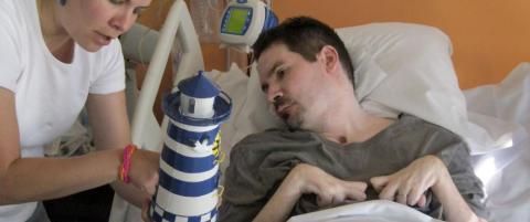 Vincent ble lam og hjerned�d etter bilulykke i 2008. N� f�r han lov � d�