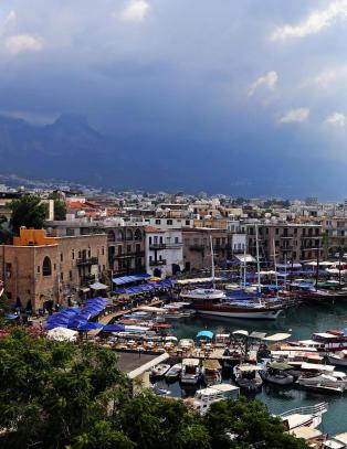Middelhavets glemte perle: P� Nord-Kypros har tida st�tt stille i 41 �r