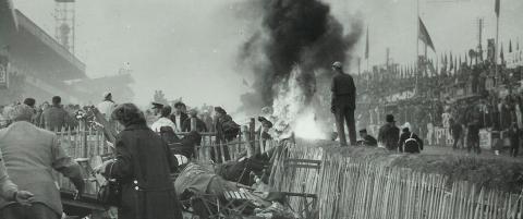 84 mennesker ble drept i katastrofal ulykke, likevel fortsatte l�pet som om ingenting hadde skjedd