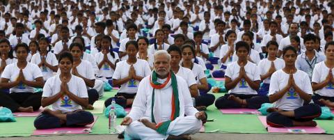 Indias statsminister ledet masseyoga i New Delhi