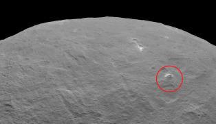 NASA har oppdaget enormt pyramide�fjell p� mystisk dvergplanet