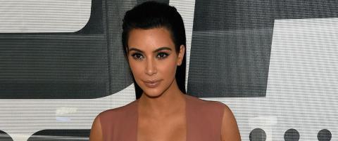 Kim Kardashian hevder hun ble plaget av naken kvinne i Frankrike