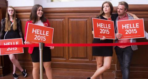 Barer, ballkjoler og bare bryster. Hvorfor er dansk politikk mye mer �sjov� enn norsk?