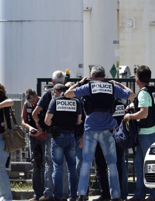 Fransk fabrikk angrepet av mann med islamistflagg