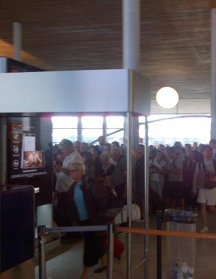 Charles de Gaulle-flyplass ble evakuert, og s� gjen�pnet
