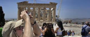 Krisa tvinger Akropolis til � godta bankkort