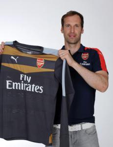 Arsenals nye keeper trues og hetses etter klubbskiftet