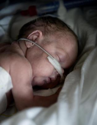 Elias og Julie er f�dt altfor tidlig. Bare en av dem f�r et fullverdig tilbud p� sykehuset