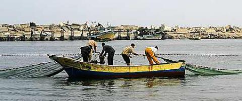 Fiskere p� Gaza blir skutt p� og f�r sine b�ter konfiskert