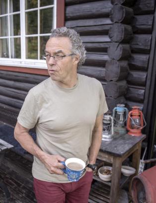 Rasmus (60) er klar til � sende en h�r av gr�nne soldater inn i 200 norske kommunestyrer