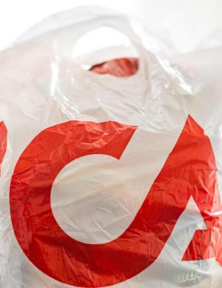 ICA-ansatt ble utsatt for vold av kunder. N� er butikken anmeldt p� grunn av denne lappen