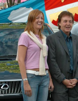 Siri (39) har solgt bilen hun fikk av Sir Paul McCartney