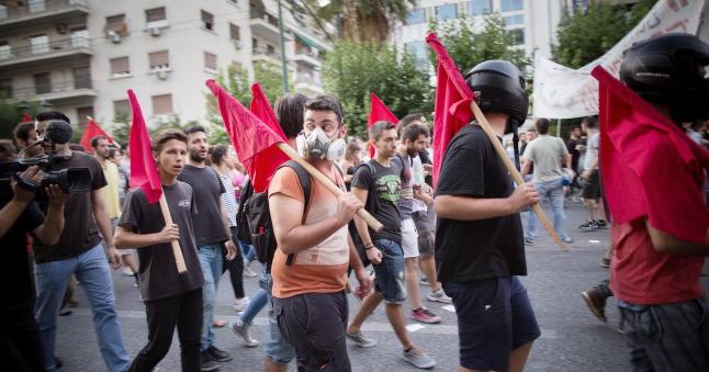 Anarkistene i Aten skal stemme ved valget - s� setter de byen i brann om det blir  �ja�