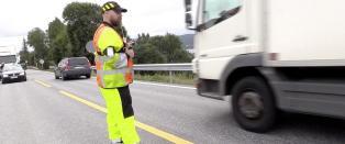 Veiarbeidere frykter for livet: - Altfor ofte m� vi hoppe i gr�fta eller over autovernet
