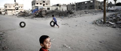 Ikke ett av de over 12 000 bombeknuste husene i Gaza er bygget opp. Er det ingen som bryr seg?