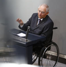I Tyskland har han f�tt heltestatus. I Hellas blir han karikert med nazi-kl�r