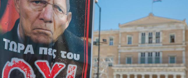 St�yende folkem�ter p� begge sider i Athen