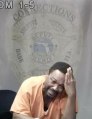 Dommeren f�r den siktede til � bryte sammen under fengslingsm�tet