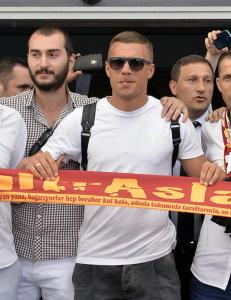 Podolski presentert for Galatasaray-fansen