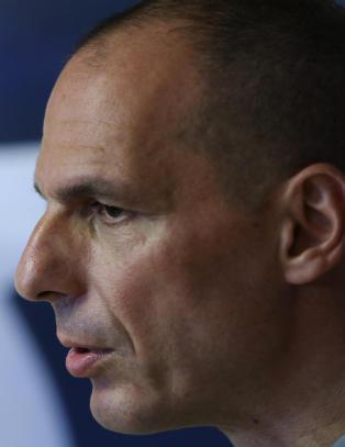 Yanis Varoufakis g�r av som Hellas' finansminister: - Jeg skal v�re stolt over kreditorenes avsky
