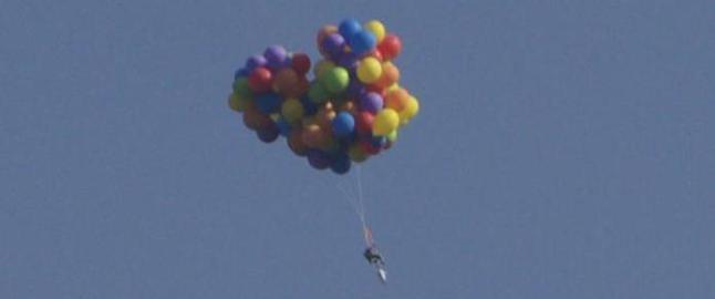 Mannen festet 120 ballonger til hagestolen sin, og forsvant til himmels