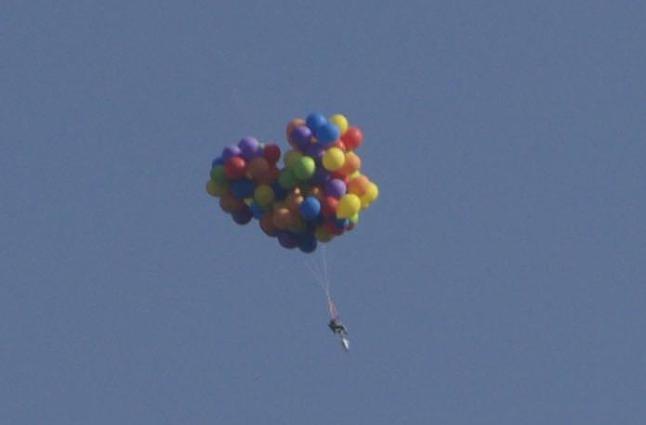 Daniel festet 120 ballonger til hagestolen sin, og forsvant til himmels