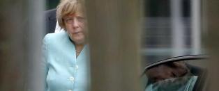 Sliten Merkel b�rer Europa p� sine skuldre: - Uten visjoner og forhandlingskraft