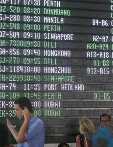 Flyplassen p� Bali gjen�pnes etter vulkanutbrudd