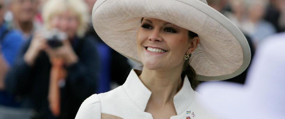 Kronprinsesse Victoria fyller �r - se hennes flotteste antrekk
