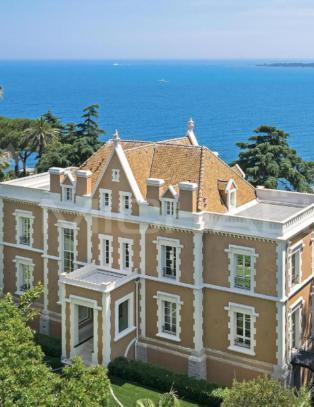 Totalrenovert Cannes-slott priset til en halv milliard
