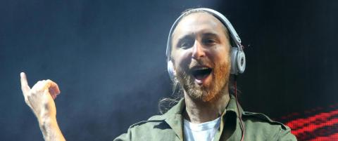 David Guetta f�r s� �rene flagrer etter � ha dratt opp hest p� scenen