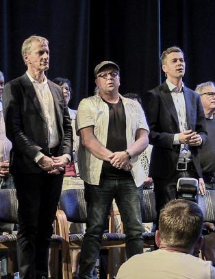 - Vil Arbeiderpartiet tvinge norske skoler til � dytte kristendom p� alle barn?