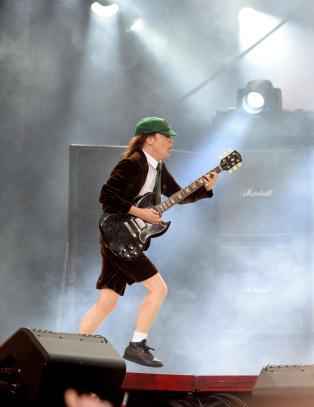 AC/DC-festen i gang
