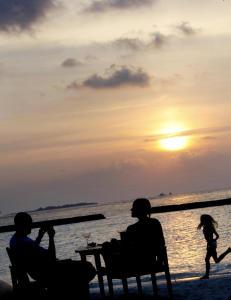 Sj�mannsprest sl�r alarm: - M� passe barna til foreldrene blir edru