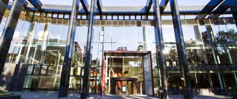 Terrord�mte Anders Behring Breivik har f�tt tilbud om studieplass ved Universitetet i Oslo. Hva kan han vente seg?