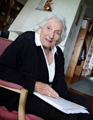 Jenny mistet faren i Auschwitz - fikk hans siste hilsen 73 �r etter