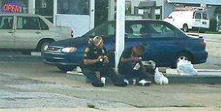 Da politibetjent Erica s� en hjeml�s mann hun ikke kjente, bestemte hun seg for � spise frokost med ham