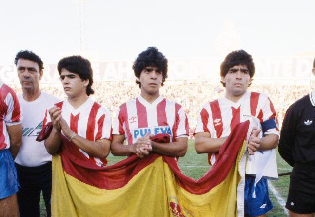 Maradona blir regnet som tidenes beste fotballspiller - br�drene klarte aldri � leve opp til navnet