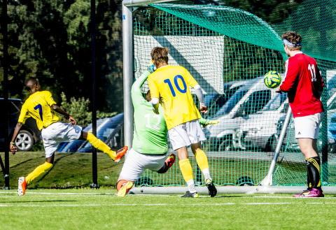 Dag to av Norway Cup: Ekebergsletta badet i solskinn