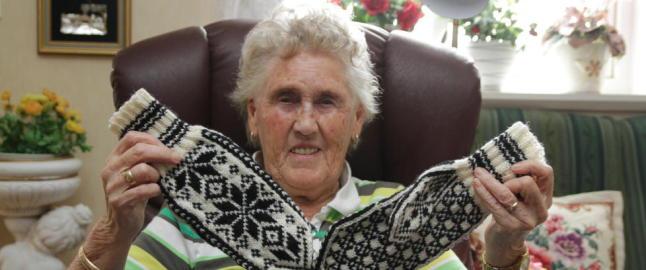 Gjertrud (86) var ensom og �nsket seg nye venner. Da tok Eline (17) kontakt