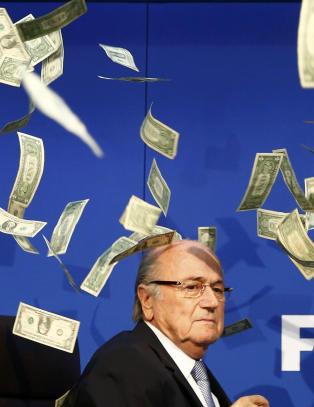 - Sepp Blatter er som  en kannibal som spiser foreldrene sine og s� klager over at han er foreldrel�s