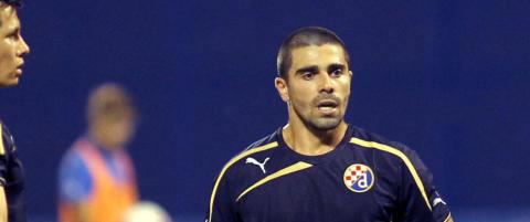 Dinamo Zagreb b�telegger spiller etter � ha vist fingeren til publikum