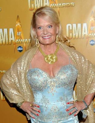 Countrydronning Lynn Anderson er d�d