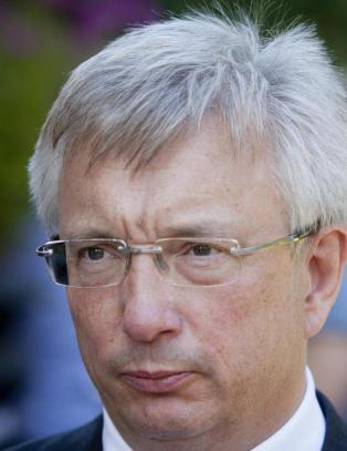 Schj�tt-Pedersen etterlyser oljehjelp fra Erna