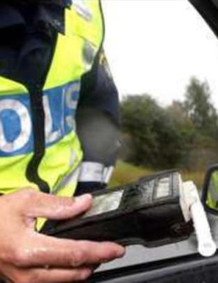Morgentr�tt politimann promilletestet p� feil side av bilen