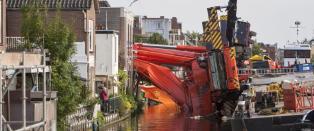 To kraner veltet over fem hus i Nederland