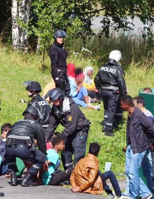12 siktet etter asyloppr�ret
